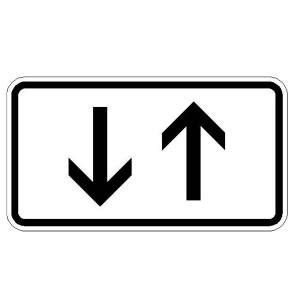 Verkehrszeichen (1000-31) -Zusatzszeichen nach StVO Beide Richtungen, zwei gegengerichtete senkrechte Pfeile