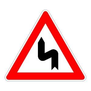 Verkehrszeichen (105-10) - StVO Doppelkurve (zunächst links)