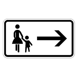 Zusatzszeichen nach StVO Fußgänger Gehweg gegenüber benutzen - rechtsweisend
