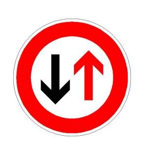 Verkehrszeichen (208) - StVO Dem Gegenverkehr Vorrang gewähren!